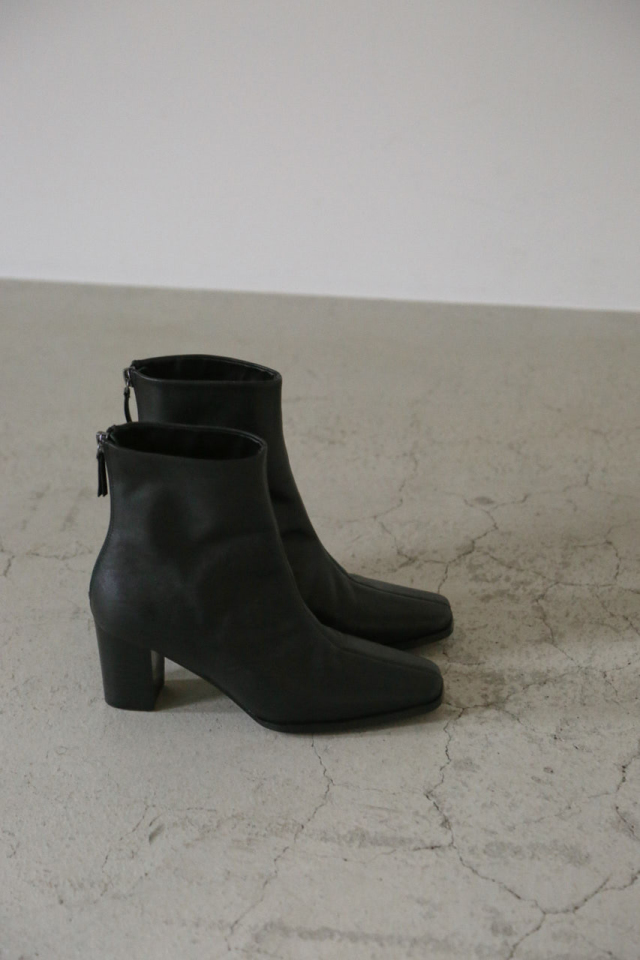 9/18- order start Middle heel boots