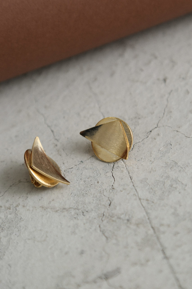 Curved triangle earring