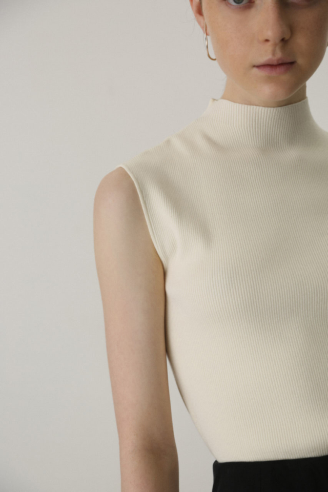 Basic no sleeve knit tops