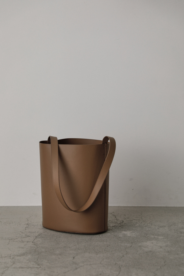Leather bucket shoulder bag