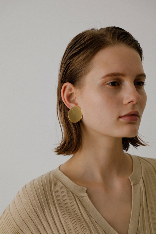 Deformation plate earring