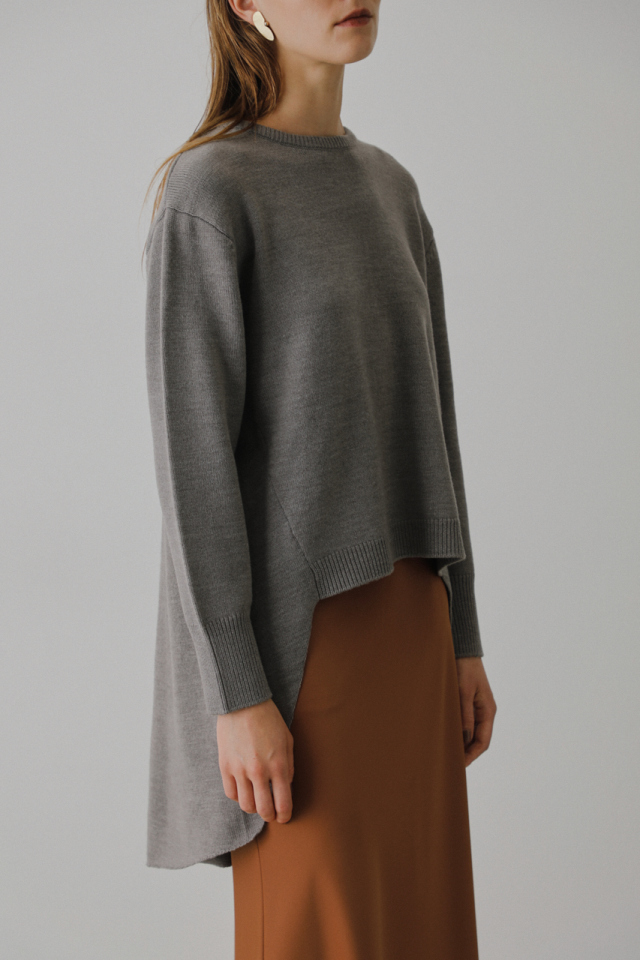 Back flare knit tops
