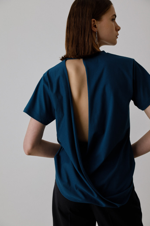 Back conscious cut tops