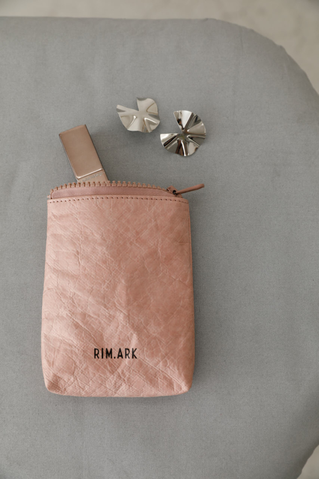 Paper like mini pouch