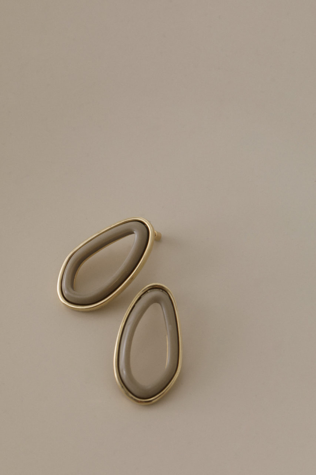 Oval frame pierce