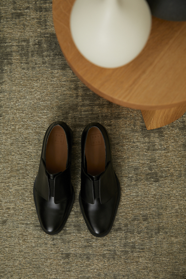 Trad style black shoes