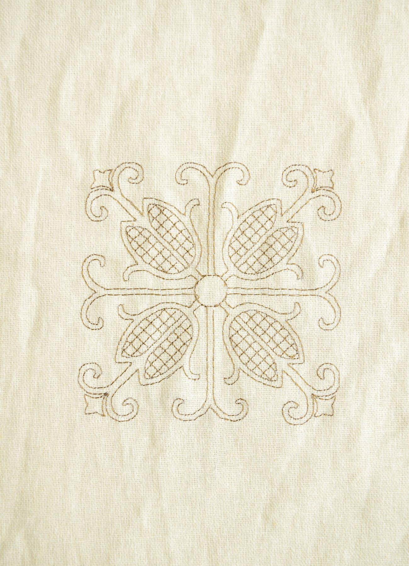 刺繍カーテン テュリップ 全体①