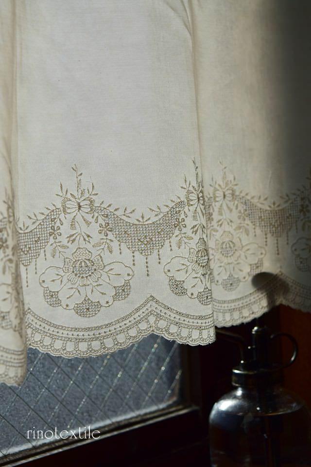 刺繍入りカフェカーテン