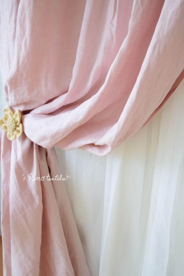 ピンクのリネンカーテン