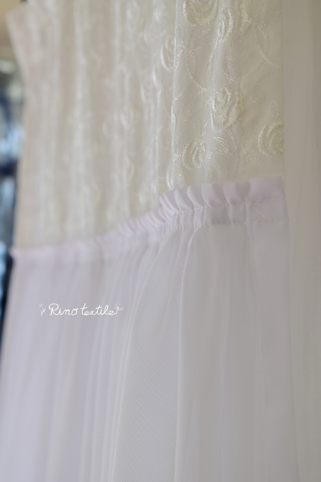 バラの刺繍カーテン