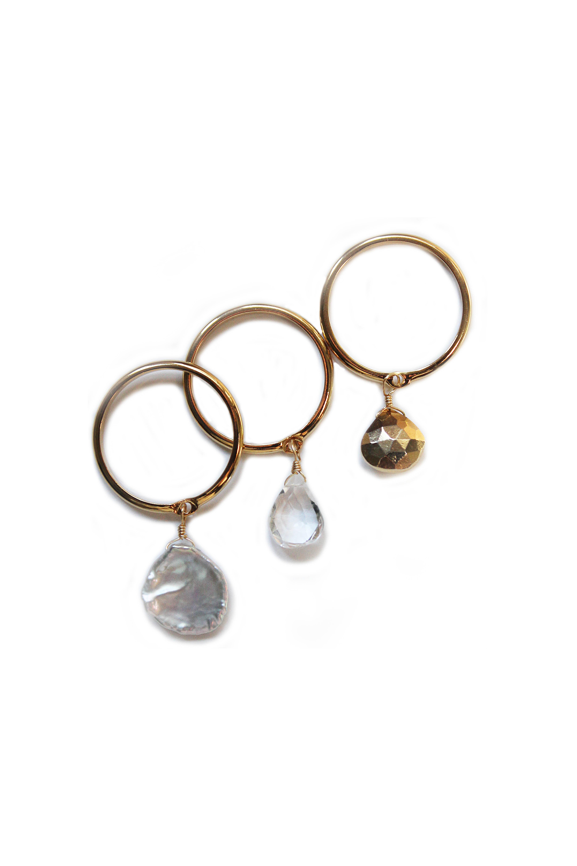 3点セット真珠母貝、クォーツ、ゴールドのチャーム付きリング【22Kゴールド加工】