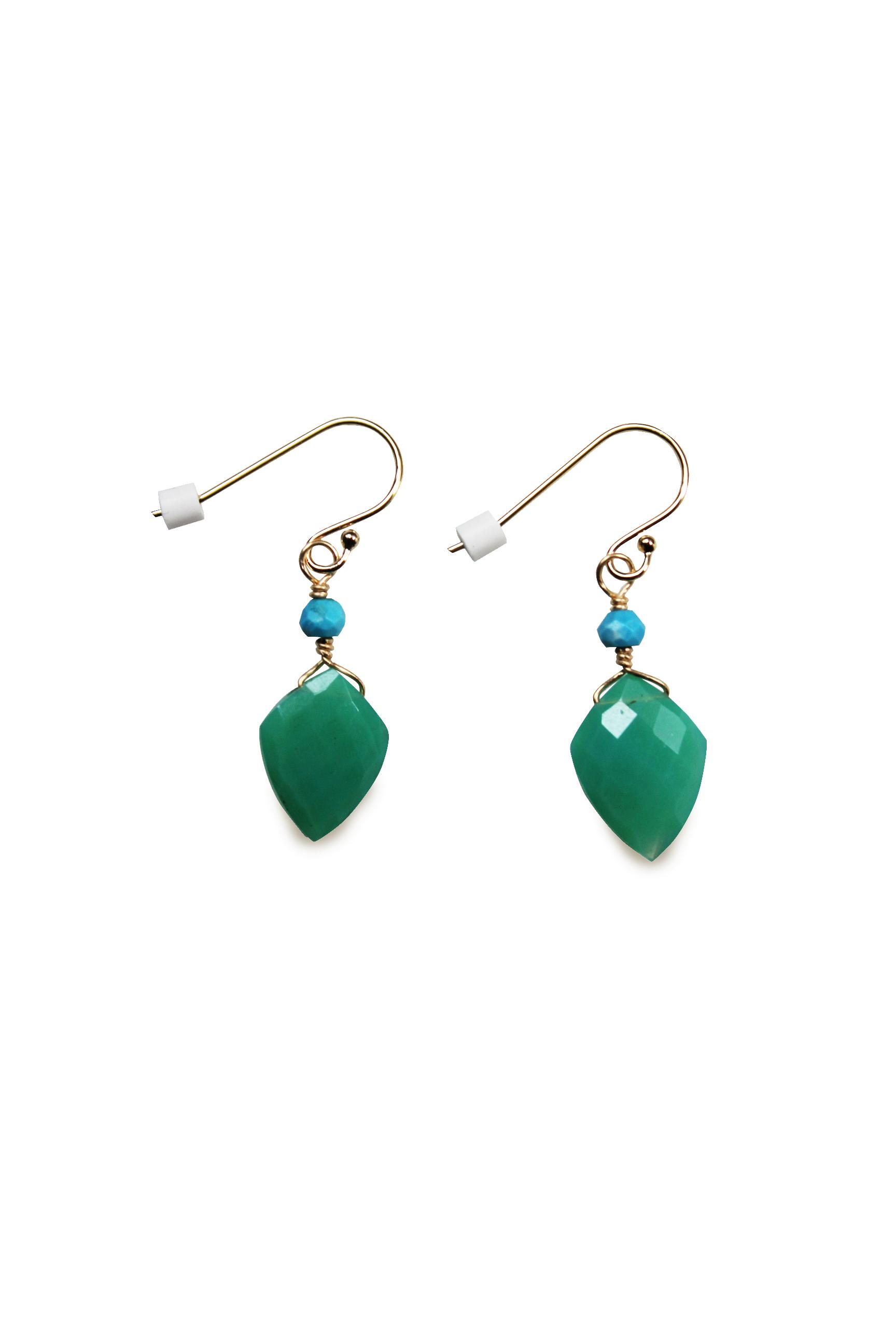 稀少な深い緑の癒し石カルセドニーのイヤリング(ピアス仕様)【22Kゴールド加工】