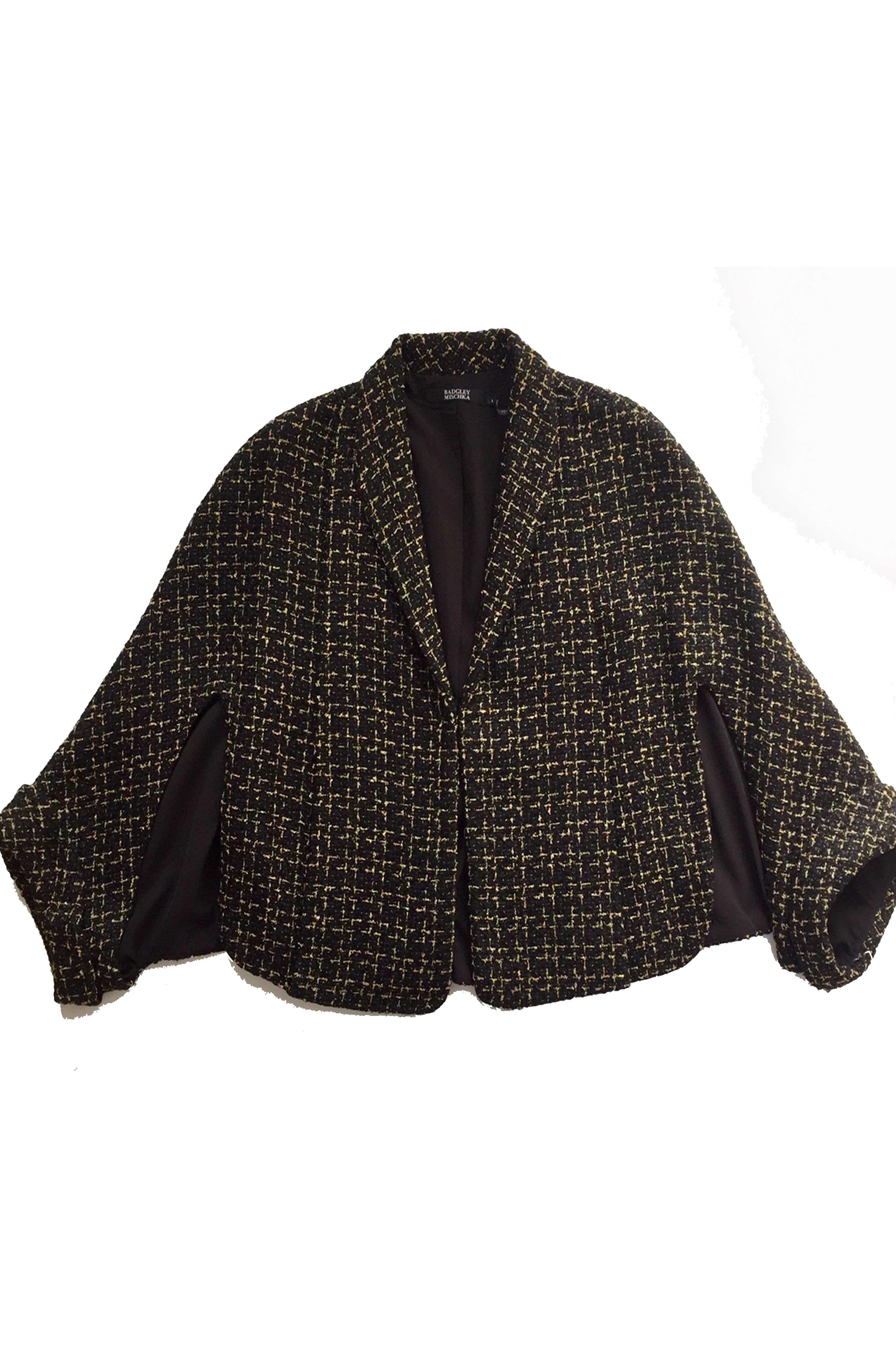 バッジレー・ミシュカ(サクッと羽織り洗練が宿る金糸ツィードケープジャケット)【黒/ゴールド】