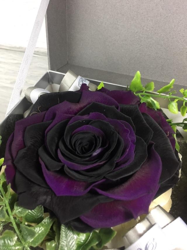 池袋 プリザーブドフラワー専門店 フラワーショップリズカの大輪の中の大輪プリザーブドフラワー 黒・紫