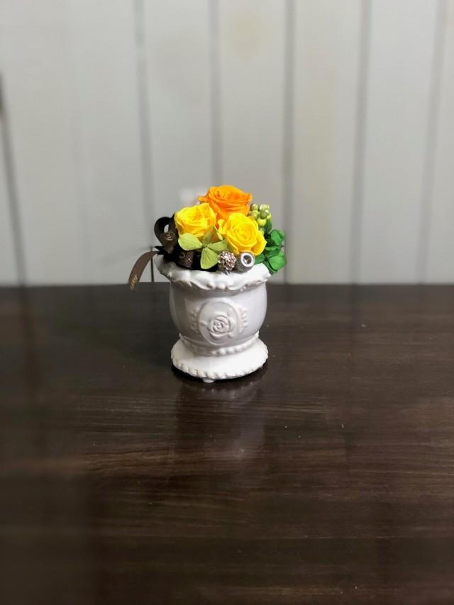 池袋プリザーブドフラワー専門店フラワーショップリズカ可愛いバラ柄の器プリザーブドフラワーオレンジ