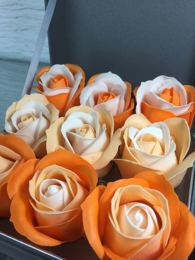 池袋 プリザーブドフラワー専門店フラワーショップリズカ フラワーフレグランスローズボックスオレンジ