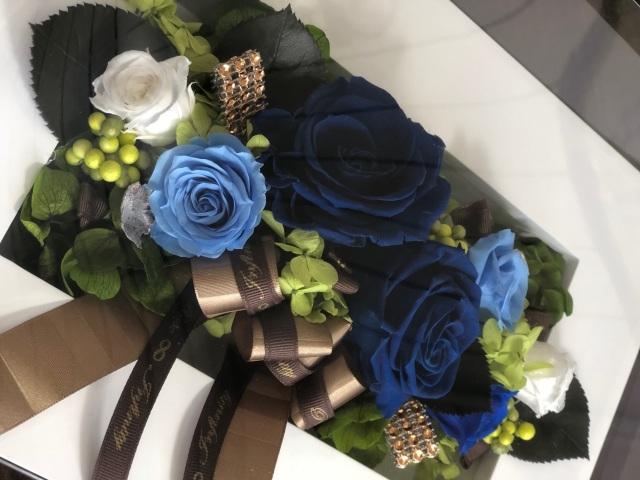 池袋プリザーブドフラワー専門店フラワーショップリズカ壁にも掛けられるフレームプリザーブドフラワーLブルー青バラ