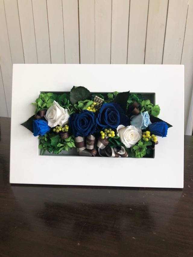 池袋 プリザーブドフラワー専門店 フラワーショップリズカ 壁掛け フレームL ブルー 御祝 ギフト 青バラ