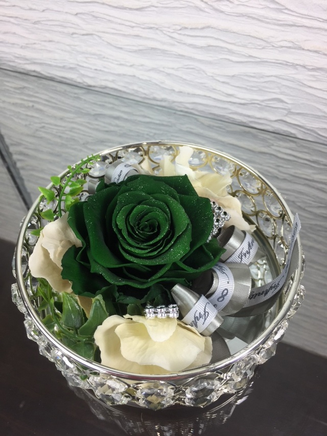 池袋 プリザーブドフラワー専門店 フラワーショップリズカのダイヤモンドローズグリーン キラキラシルバーミラー