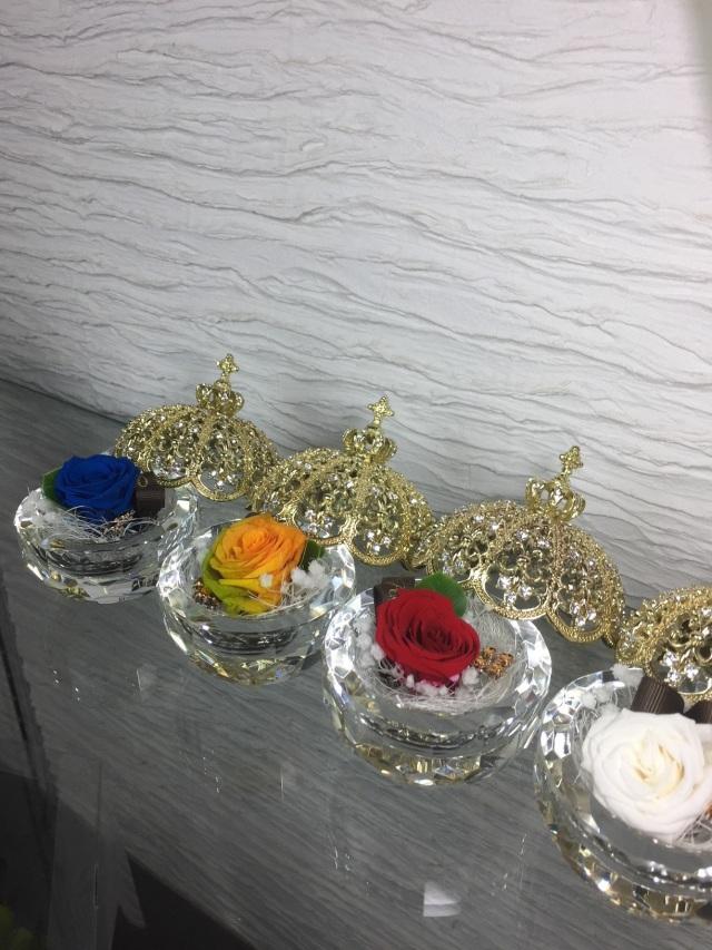池袋 プリザーブドフラワー専門店 フラワーショップリズカの指輪入れの中にプリザーブドフラワー ゴールドクラウン