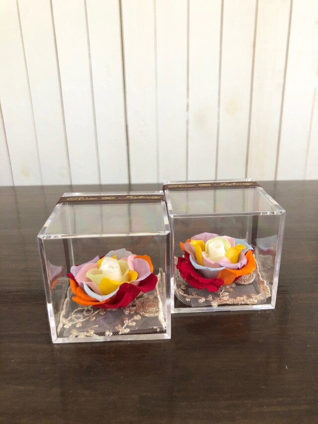 池袋 プリザーブドフラワー専門店 レインボーローズ 虹色 七色 クリスタル スワロフスキー社 アクリルケース 販売