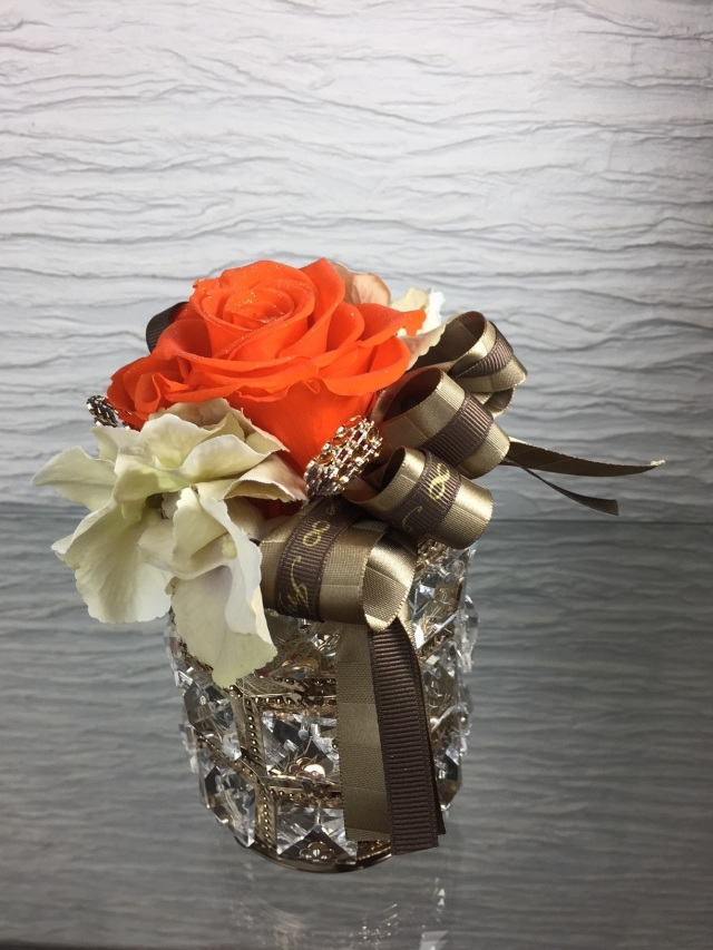池袋 プリザーブドフラワー専門店 フラワーショップリズカのダイヤモンドローズプリザーブドフラワーオレンジ キラキラゴールドM
