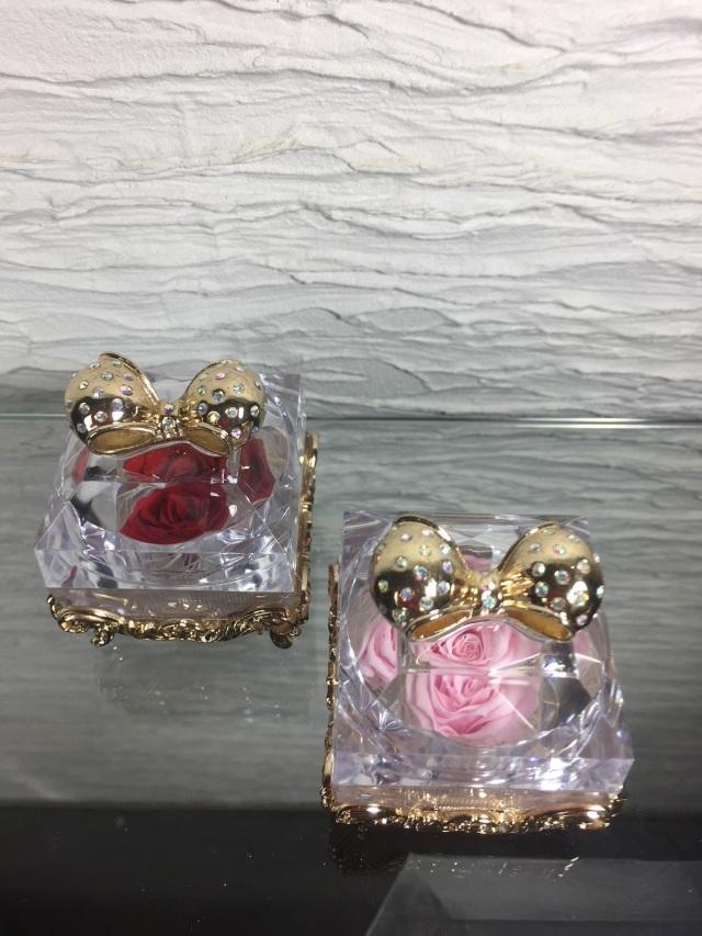 池袋 プリザーブドフラワー専門店 フラワーショップリズカの指輪入れの中にプリザーブドフラワー ゴールド
