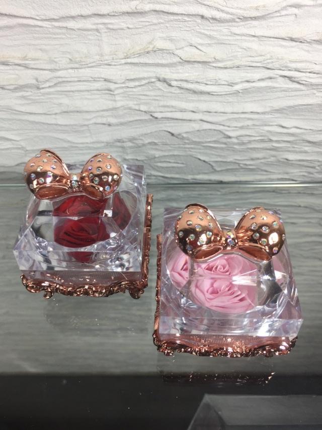 池袋 プリザーブドフラワー専門店 フラワーショップリズカの指輪入れの中にプリザーブドフラワー ピンクゴールド