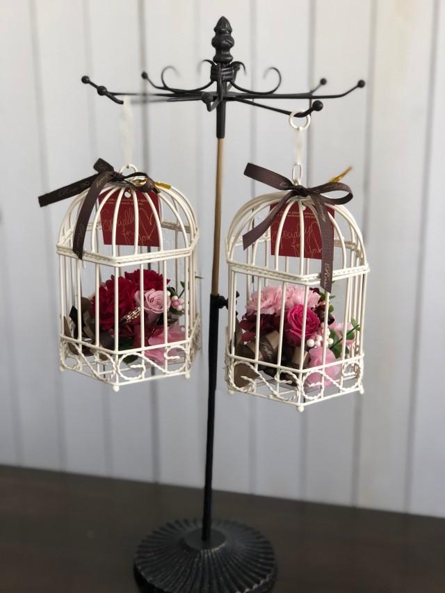 池袋プリザーブドフラワー専門店フラワーショップリズカ母の日限定ゆらゆら鳥カゴのプリザーブドフラワー(カーネーションタイプ)