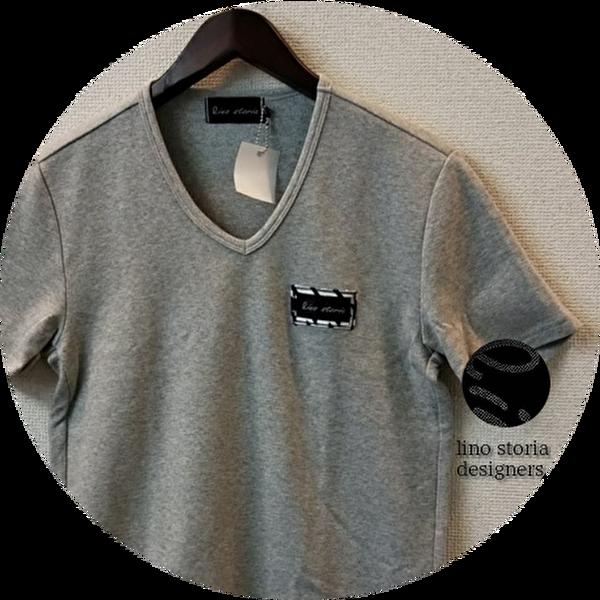【SUMMER SALE 2021】 lino storia(リノ ストーリア) スリムフィット針抜きエンブレムロゴVネック半袖Tシャツ (トップグレー)  M/L 【限定品】