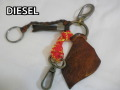 『特別価格』 DIESEL(ディーゼル) チャームキーホルダー 正規品00CV7Z /プレゼントに♪ペアにも♪