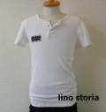 lino storia(リノ ストーリア) x jastin makin 針抜き エンブレムロゴヘンリーネック半袖Tシャツ (ホワイト)  M/L