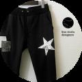 lino storia(リノ ストーリア) スリムフィットジャージースターxレザーパッチリペアデザインパンツ (ブラック) M/L 【限定モデル】