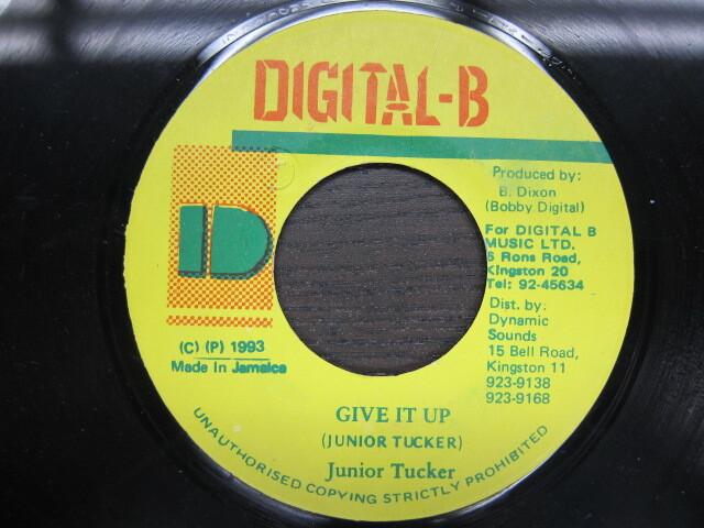 Junior Tucker / GIVE IT UP / DIGITAL-B