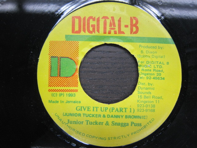Junior Tucker & Snagga Puss / GIVE IT UP(PART1) / DIGITAL-B