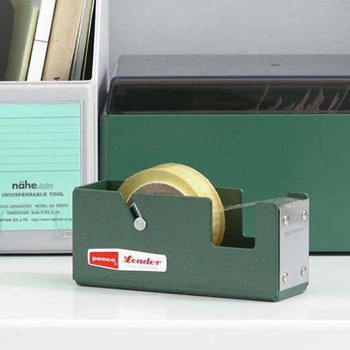 シンプルで、無骨なスチール製のテープディスペンサー。