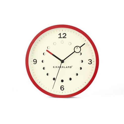 月の満ち欠けがデザインされた壁掛け時計。