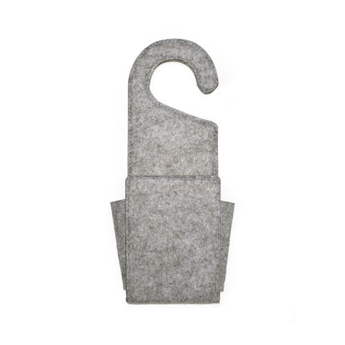 どこにでも引っ掛けて使える便利なフェルト収納ポケット。