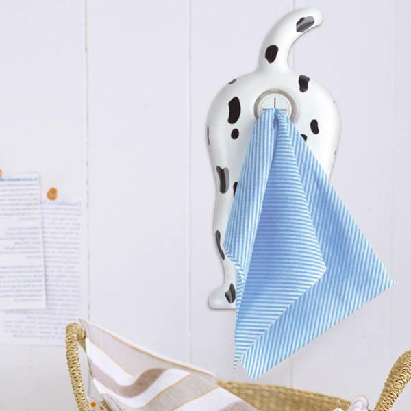 お尻の穴にぷすっ…とタオルを挿して使う、ちょっと気が引けるタオルハンガー。