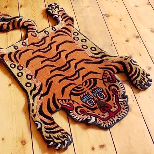 世界四大絨毯の一つに数えられるチベット絨毯の中でも、