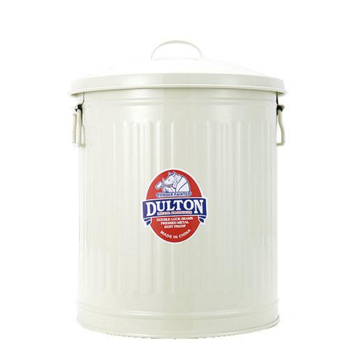 海外ではスチール製のゴミ箱もスタンダード。