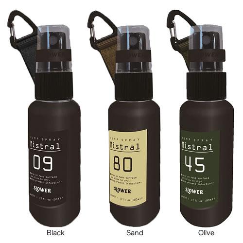 50ml のスプレー式ボトルとシリコンカバー・  キャップホルダー・カラビナストラップが  セットになっています。