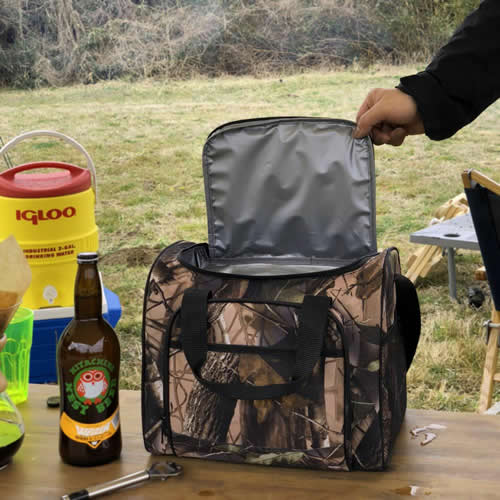 500mlのペットボトルが12本分入る大きさの保冷・保温タイプランチバッグ。