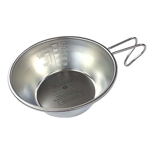 そのまま食器としても使えるアウトドアには欠かせないシェラカップです。