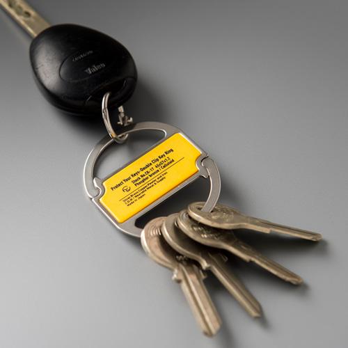 1920年代〜1930年代頃に広告用に使われていたと思われるキーリングをベースに制作したクリップキーリング。