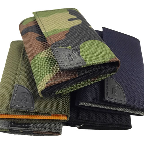 coruri/ コルリはアクティブなオフタイムに必要最小限を機能的に収納する小型財布です。