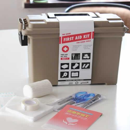 MOLDING AMMO TOOL BOX に 応急処置アイテムをセットした実用性ツールアイテム。