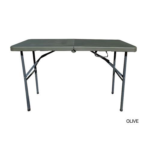 屋外・屋内問わず使用できる折りたたみテーブル。
