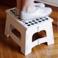 畳んで持ち運びできる便利な踏み台。