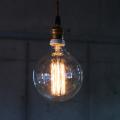 フィラメントが様々な形をしたカーボン電球。